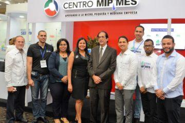 Ministro Montalvo recorre exposición de Semana Mipymes