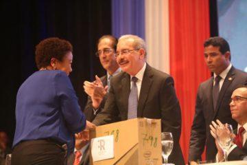 Presidente Medina dice trabaja para enfrentar la desigualdad