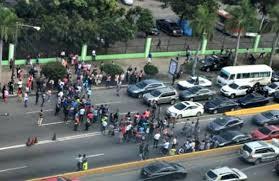 Centenares de pasajeros quedaron varados la mañana de este lunes afectado por paro de transporte