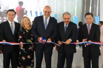 Presidente Medina preside inauguración de fábrica calzados