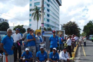 Trabajadores se concentran frente a la Torre Empresarial, reclaman aumento salarial