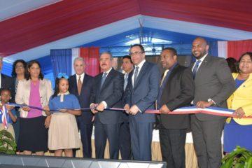 Presidente Danilo Medina entrega moderno centro educativo en San Felipe de Villa Mella