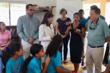 Embajadora de EE.UU en RD conoce proyectos educativos en municipio Cabrera