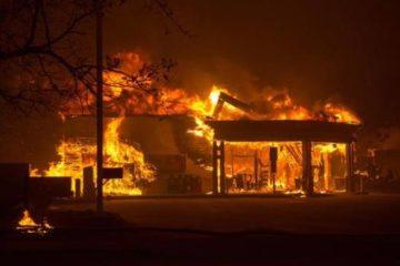 Aumentan a 30.000 los evacuados por devastador incendio en California