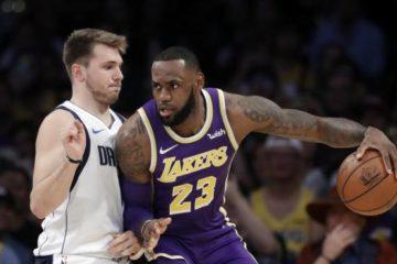 Lakers ganan a Mavericks 114-113 con tiro libre de LeBron
