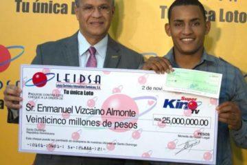 "LEIDSA entrega RD$25 MM a ganador del ""Súper Kino TV"""