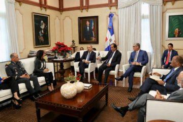 "Presidente Medina recibe informe sobre ""avances"" en sector del transporte terrestre"