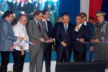 Presidente Medina deja en operación el 9-1-1 en Monte Plata