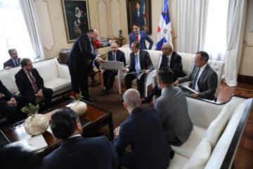 Inversionistas presentan proyecto turístico al Presidente Medina