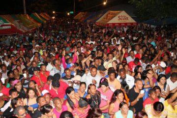 Fiestas Populares lleva decenas de artistas a pueblos