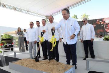 Presidente Medina asiste a primer palazo del Hotel Infiniti en Punta Cana