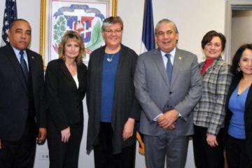Cónsul Carlos Castillo se reúne con comisionada del MVC de NJ para tratar proyecto daría licencia a indocumentados
