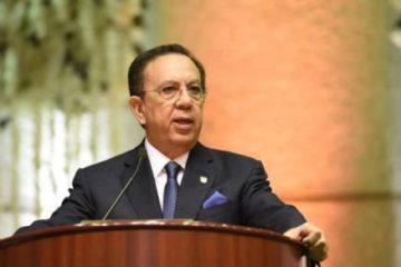 Gobernador del Banco Central insiste en alza salarial