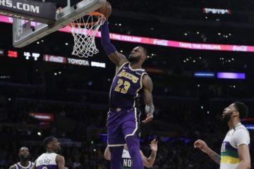 LeBron James lidera la victoria de los Lakers