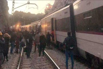 Dos trenes de pasajeros chocan en España: 1 muerto y 100 heridos