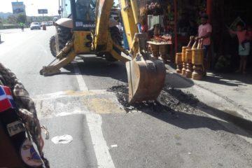 Obras Públicas dispone destrucción reductores de velocidad en Los Pilones, carretera Sánchez, en asueto de Semana Santa