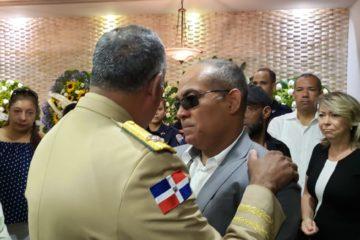 Comandante General del ejército da pésame al capitán de navío director de la comisión militar y policial del MOPC