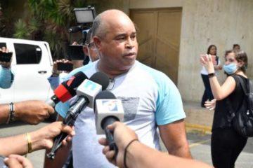 Padre de Emely Peguero explota contra la justicia, tras la reducción de la condena a Marlin Martínez
