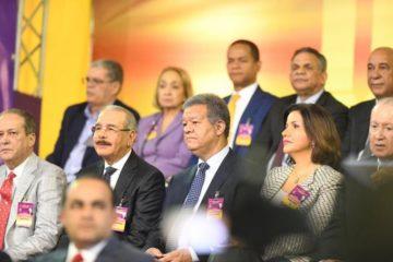 Danilo y Leonel llegan juntos en autobús a Congreso Extraordinario del PLD