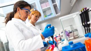 Medicina personalizada: por qué el secreto de una mejor salud puede estar en el 1% de tu ADN
