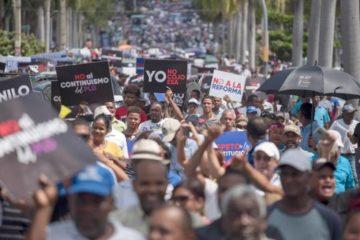 Luis Abinader capitaliza liderazgo opositor en acto contra la reforma