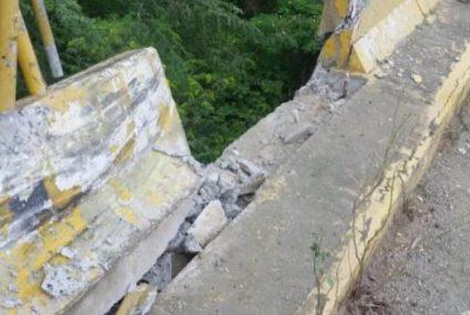 Tres muertos al caer vehículo por un puente en Santiago Rodríguez