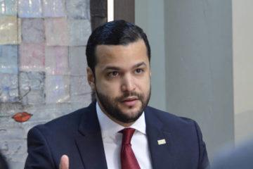 """Rafael Paz denuncia """"campañas para maniatar al Congreso y ponerle camisas de fuerza"""