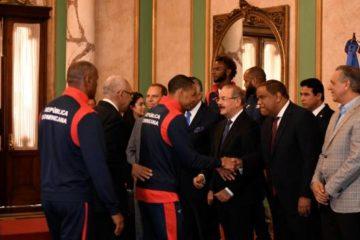 El presidente de la República recibiría a los atletas medallistas el lunes