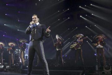 Alejandro Fernández inagotable con los dominicanos