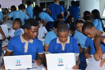 Minerd concluye entrega de más de 105 mil computadoras a estudiantes de secundaria