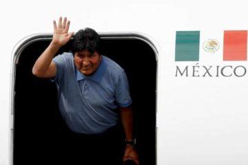 Evo Morales llega a México y dice que AMLO le salvó la vida