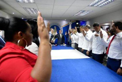 José Paliza juramenta a miembros del PRD que pasan a formar parte del PRM
