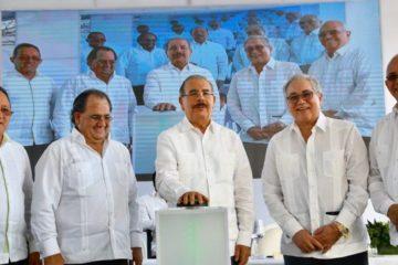 Medina asiste a inicio operaciones Parque Eólico Los Guzmancito en Puerto Plata