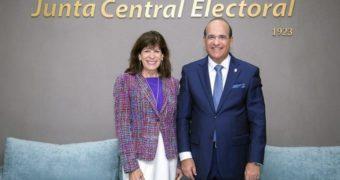 Embajadora de Estados Unidos apoya trabajo de JCE y aboga por elecciones transparentes