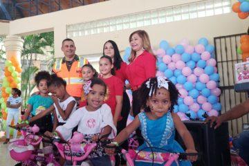La Comisión Militar y Policial del MOPC entrega juguetes a hijos de militares que prestan servicio en esta institución