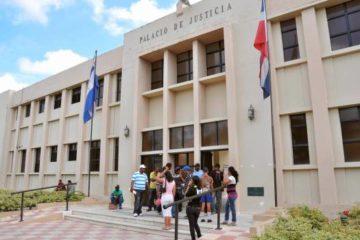 Se entrega profesor acusado de agresión sexual a menor y pedirán prisión contra padre de víctima
