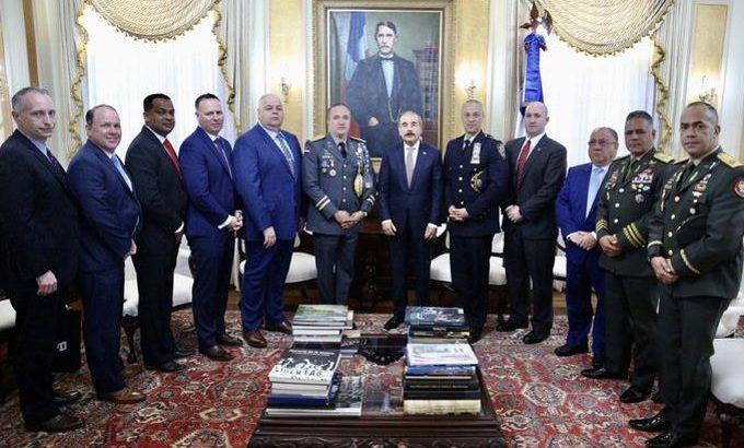 Danilo recibe a oficial dominicano designado jefe de patrullas en Nueva York