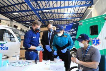 Gonzalo Castillo, a través de Aeroambulancia, entrega primeros nueve mil 500 kits para pruebas de coronavirus