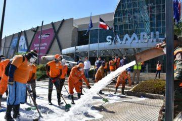 Obras Públicas sigue limpieza de espacios públicos y desinfectando sectores