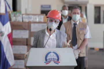 Vicepresidenta dice que todos tenemos que tratarnos como si tuviéramos el virus