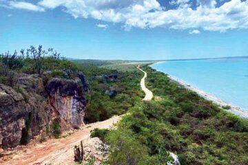 Macarulla anuncia un fondo de inversión para turismo de Pedernales