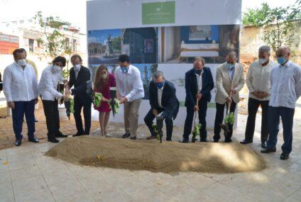Presidente Abinader da primer picazo construcción Hotel Iberostar & Resorts con una inversión de 25 millones de dollares