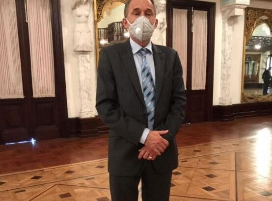 Ingresan a viceministro de Salud por Covid-19