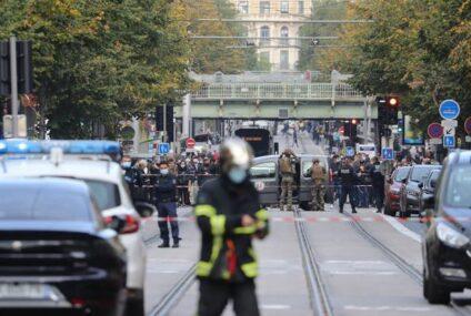 Atentados en Francia: tres muertos, entre ellos una mujer decapitada, en Niza y un ataque abortado en Avignon